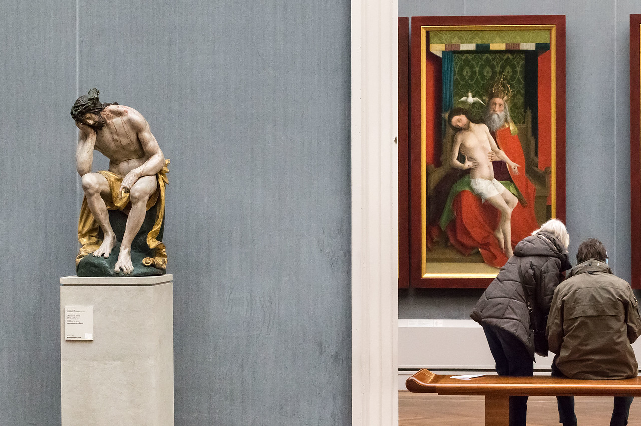 Christus von Hans Leinberger in Raum III mit Blick in II [Gemäldegalerie Berlin]