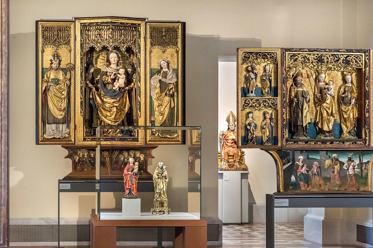 Michel Erhart und Heinrich Hufnagel: Muttergottes vor Zamser Retabel (li) [Bode-Museum Berlin]