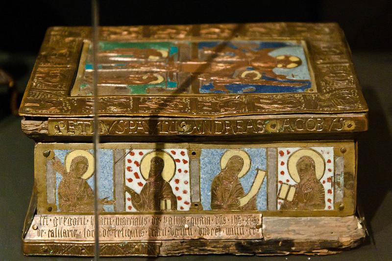 Reliquienkasten in Form eines Tragaltars (1190)