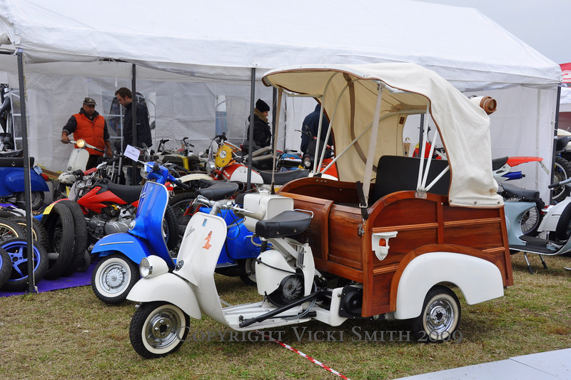 This Vespa powered rickshaw looked like fun, as long as you didn't need to stop it :-)