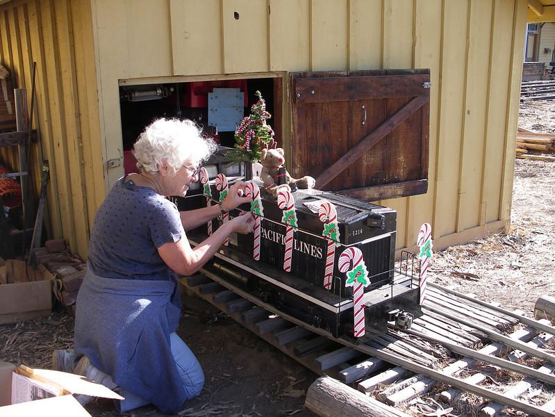 Volunteer Carla Cabanatuan decorates the locomotive, 2006.