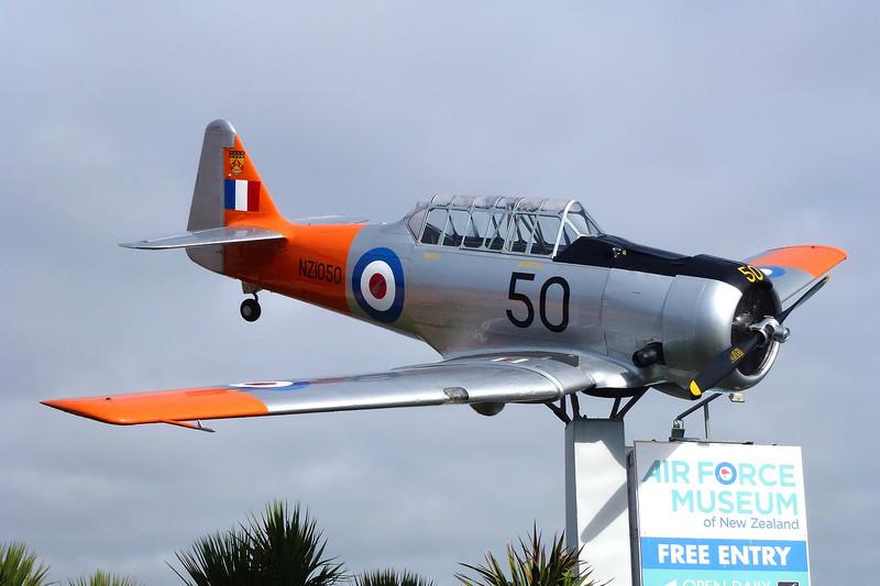 "INST207 (NZ1050/50) North American AT-6C Harvard IIa ""Royal New Zealand Air Force"" c/n 88-13907 Wigram/NZWG 12-04-12"
