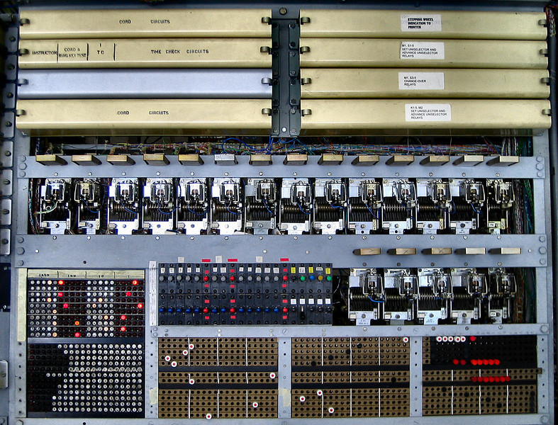 "Reconstructed <a target=""_blank"" href=""http://en.wikipedia.org/wiki/Colossus_computer"">Colossus computer</a>"