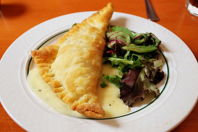 A Macaroni and Cheese Puff Pastry