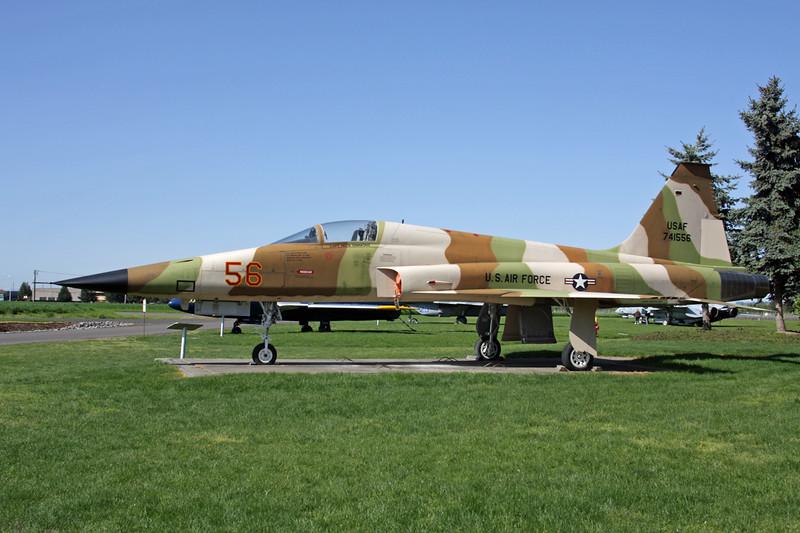 741556 (56) Northrop F-5E Tiger II c/n R1216 McMinnville/KMMV 09-05-09