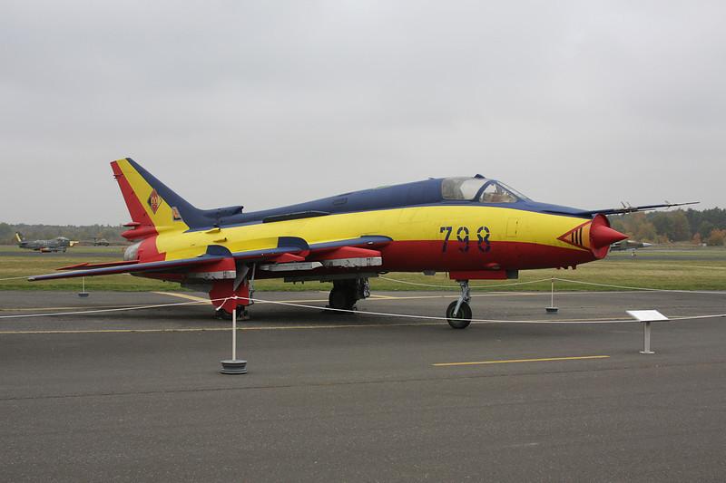 """25+44 (798) Sukhoi Su-22M-4K """"East German Air Force"""" c/n 31406 Berlin-Gatow/EDBG/GWW 21-10-09"""