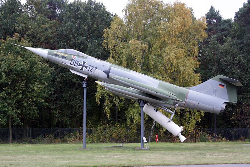 """20+02 (DB-127) Lockheed F-104G ZELL Starfighter """"German Air Force"""" c/n 683-2002 Berlin-Gatow/EDBG/GWW 21-10-09"""