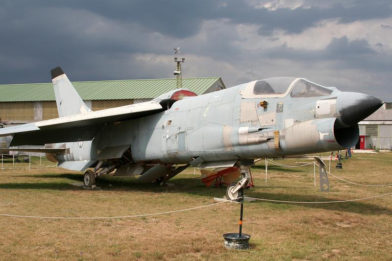 """4 Ling-Temco-Vought F-8P Crusader """"French Navy"""" c/n 1216 Montelimar/LFLQ/XMR 20-07-07"""