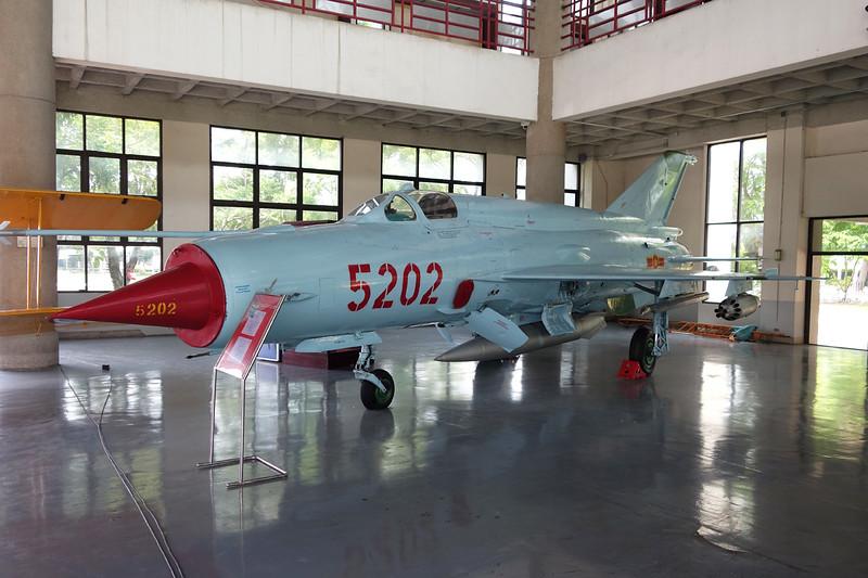 5202 Mikoyan-Gurevich MiG-21 bis c/n 75069108 Bangkok-Don Muang/VTBD/DMK 27-04-15