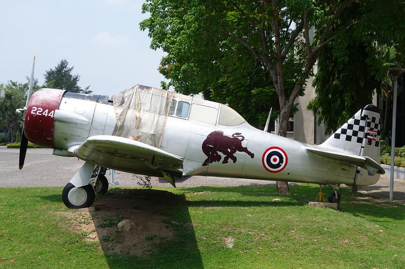 B.F8-99/94 (2244) North American AT-6F Texan c/n 121-42518 Bangkok-Don Muang/VTBD/DMK 27-04-15