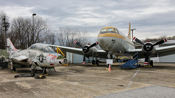 Grumman F-9 Cougar & Martin 4-0-4