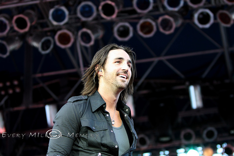 Super Model or Country Music Singer - Jake Owen in Cheyenne - Photo by Cindy Bonish
