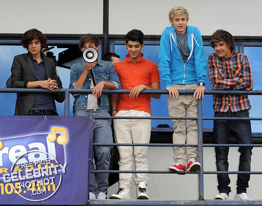 One Direction Back In The Day On A Balcony In Manchester!