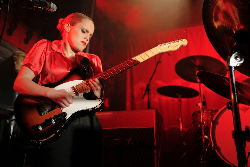 Anna Calvi_18_Hoxton Hall_27th January 2011__Simon Fernandez