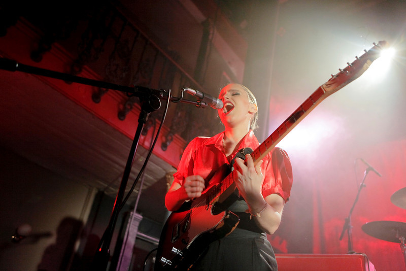 Anna Calvi_21_Hoxton Hall_27th January 2011__Simon Fernandez
