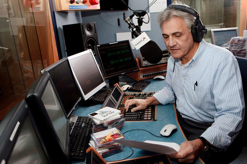003_John Suchet_Classic FM Studio_12:11:10_Simon Fernandez