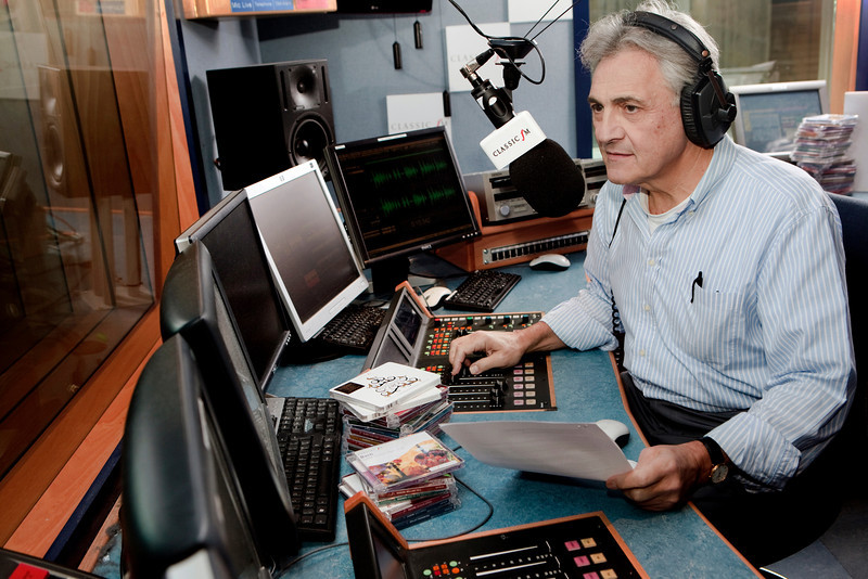 001_John Suchet_Classic FM Studio_12:11:10_Simon Fernandez