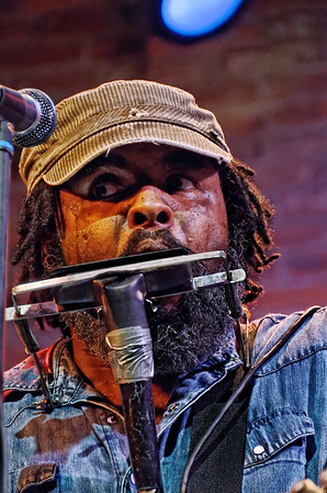 Photographs of a show at BB's Jazz Blues & Soups by Alvin Youngblood Hart. Shot January 21, 2012