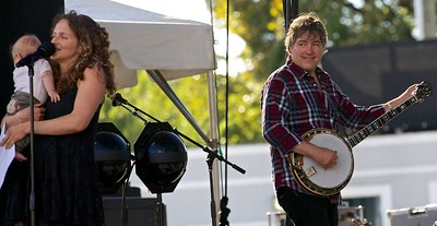 Bela Fleck and  Abigail Washburn are proud new parents.