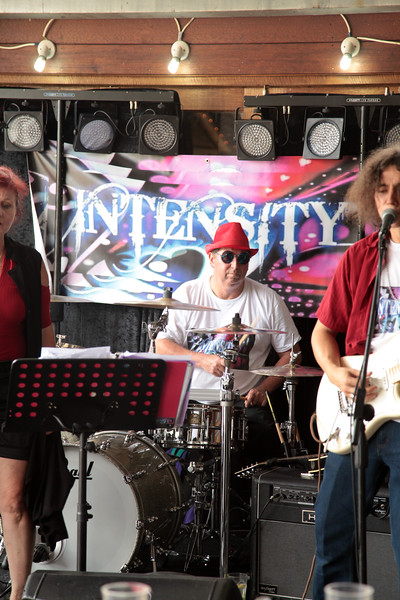 Intensity performing at the Kinross Woolshed, Thurgoona.  26th of December 2016.
