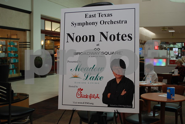 11/13/15 Broadway Square Mall Hosts ETSO Noon Notes by Jan Barton