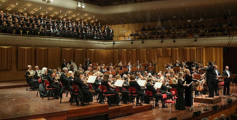 VERDIS REQUIEM<br /> Med 28 operor till sitt namn är Verdi med all rätt känd som en av Italiens främsta operatonsättare. Verdis Messa da Requiem bär tydliga spår av hans musikdramatiska begåvning. Venezuelanske operadirigenten Domingo Hindoyan, Kungliga Hovkapellet, körerna från Kungliga Operan och GöteborgsOperan samt fyra svenska stjärnsolister framför det här svindlande verket. Musiken rör sig mellan det nästan smärtsamt vackra, bedövande och skräckinjagande. I dessa skickliga musikers tolkning kan det både väcka och förlösa ens innersta känslor.<br /> Läs mer<br /> arrow SÄNDS I P2 DEN 24 AUG, 18:55<br /> Medverkande<br /> Kungliga Hovkapellet<br /> Kungliga Operans kör<br /> Göteborgsoperans kör<br /> Domingo Hindoyan, dirigent<br /> Christina Nilsson, sopran<br /> Miriam Treichl, mezzosopran<br /> Daniel Johansson, tenor<br /> Anders Lorentzson, bas