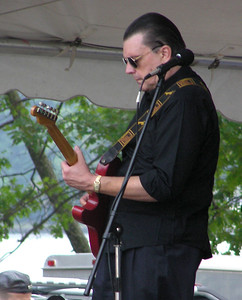 Legendary Boston guitarist Jay Geils joined the Installers for most of their set.