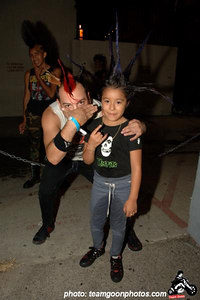 Dave Krum Bum and a young fan – Fonda Theater - Hollywood, CA - August 25, 2006