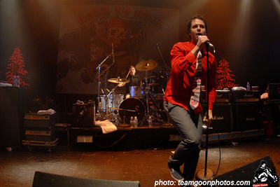 Bouncing Souls at the Rock to Roll benefit show - at The Avalon Theater - Hollywood, CA - December 11, 2007  Bouncing Souls  MySpace:   http://www.myspace.com/bouncingsouls