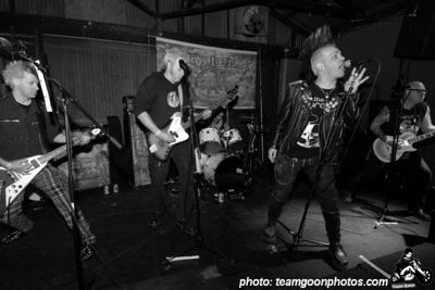 Destroy Everything - at The Airliner - Los Angeles, CA - December 16, 2007