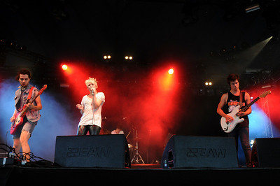 Be Your Own Pet performing at Reading 2008