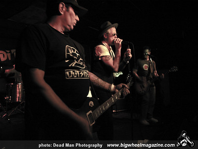 Terezodu - Media Blitz - No Spectators - The Outsiders - Joe's Garage - at Dipiazza's - Long Beach, CA - September 29, 2009