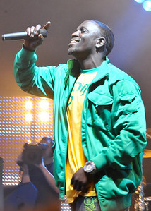 Akon performing @ BBC Radio 1 Big Weekend - 10/05/09