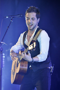 James Morrison performing at Hammersmith Apollo - 30/03/09