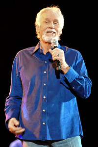Kenny Rogers performing at Hammersmith Apollo - 03/04/09