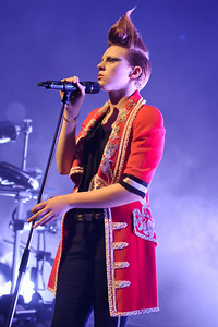 La Roux performs at Shepherds Bush Empire - 25/11/09