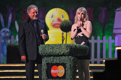 Duffy with Tom Jones at the Brits 2009