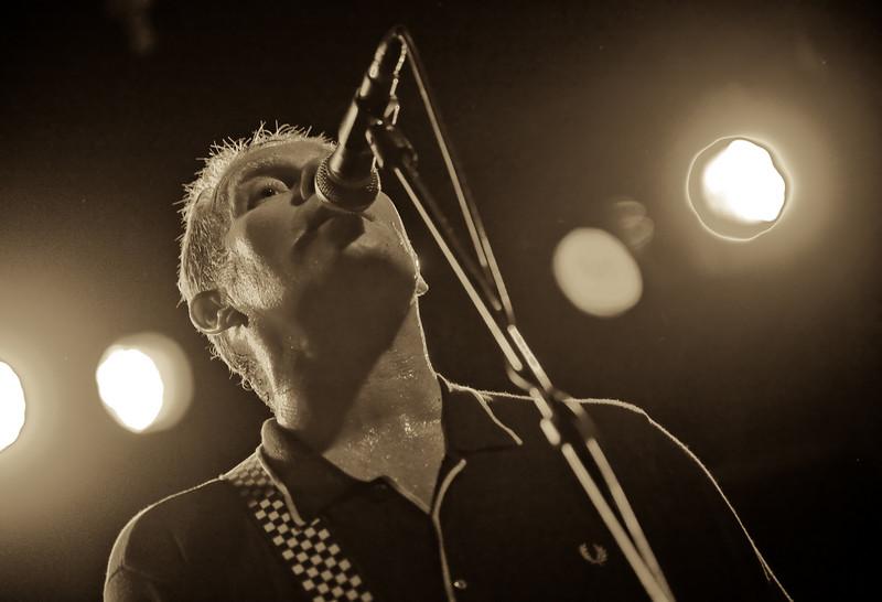 01 Dave Wakeling,Vocal&LeadGtr,English Beat-Jun 6 2009,CarrboroNC (0055a) [NN]