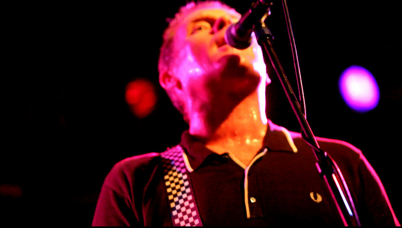01 Dave Wakeling,Vocal&LeadGtr,English Beat-Jun 5 2009,CarrboroNC (1156p) - 'Cant Get Used to Losing You' (09s)