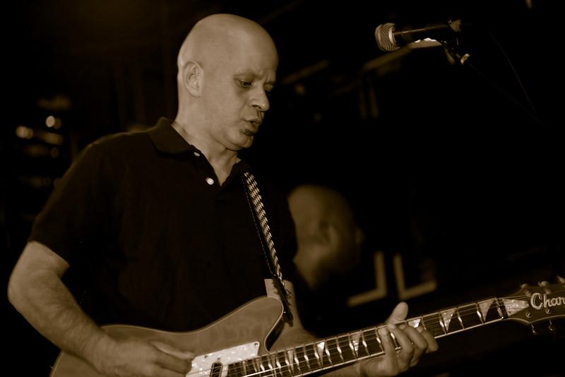 04 Jai Vatuk,Guitar,English Beat-Jun 5 2009,CarrboroNC (1131p) [NN]