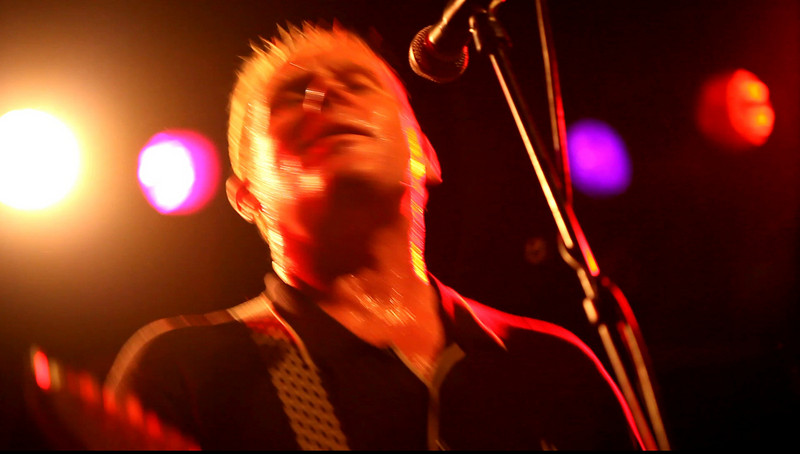 01 Dave Wakeling,Vocal&LeadGtr,English Beat-Jun 6 2009,CarrboroNC (0109a) - 'MirrorInTheBathroom' (22s)