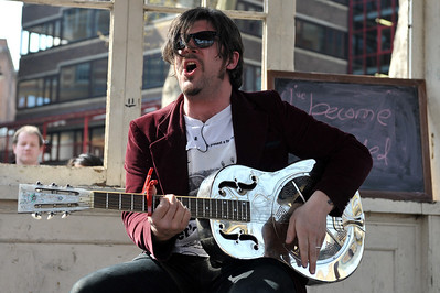 Ed Harcourt performs for Bandstand Busking at Northampton Square - 18/04/10