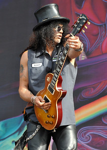 Slash performs at Wireless Festival 2010 - 04/07/10