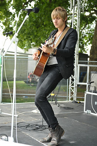 Lee MacDougall performs at Hard Rock Calling 2011 - 25/06/11