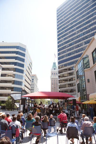 2012.08.15 Oakland City Center Summer Sounds Concerts-Meshugga Beach Party