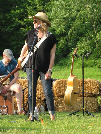 2016-05-28 Open Road at Lachat Town Farm in Weston CT