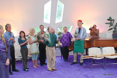 Richard passes out flowers to the musical cast to honor a job well done! Richard Shulman, Peter Johnson, Jennifer Worthen, Nancy Rubenstein Delgiudice, Tony Fogleman, Dielle Ciesco, Breazi Breazeale, set director, and George Peery. (lady in purple at left is audience member).