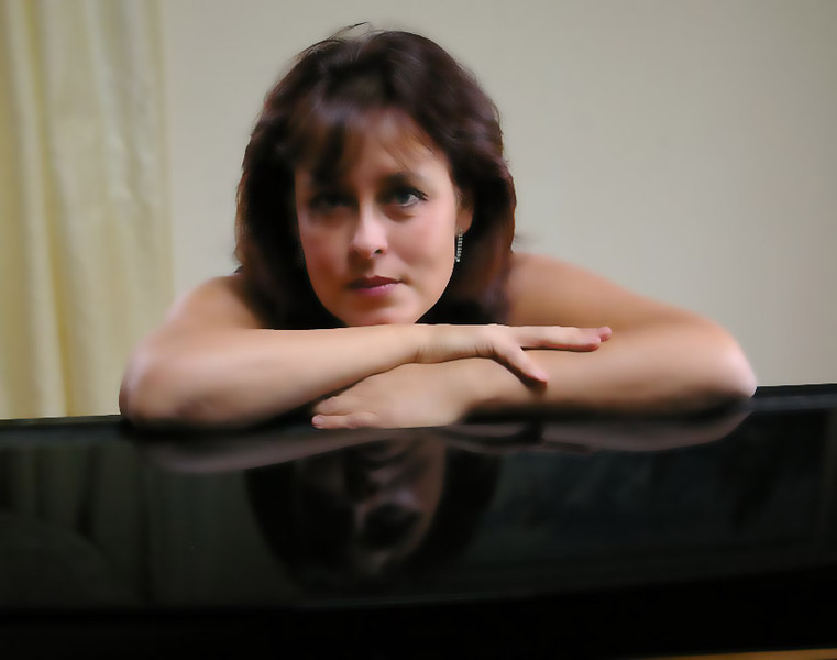 LANA SMITH'S CREDENTIALS:<br /> <br />      Accomplished award winning concert performer and accompanist <br /> <br />     Over 25 years of experience in teaching piano, music theory, arranging, and composition. <br /> <br />     Author of a unique synergy method which encompasses creative American and classical European and Russian teaching methods.