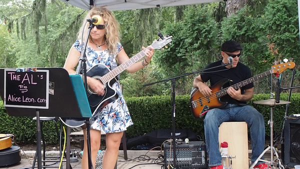 Alice Leon and Al Greene Perform at the Torne Valley Vineyards (Video Clip Reloads)