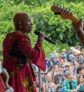 Econosmith com Angelique Kidjo HR-9214